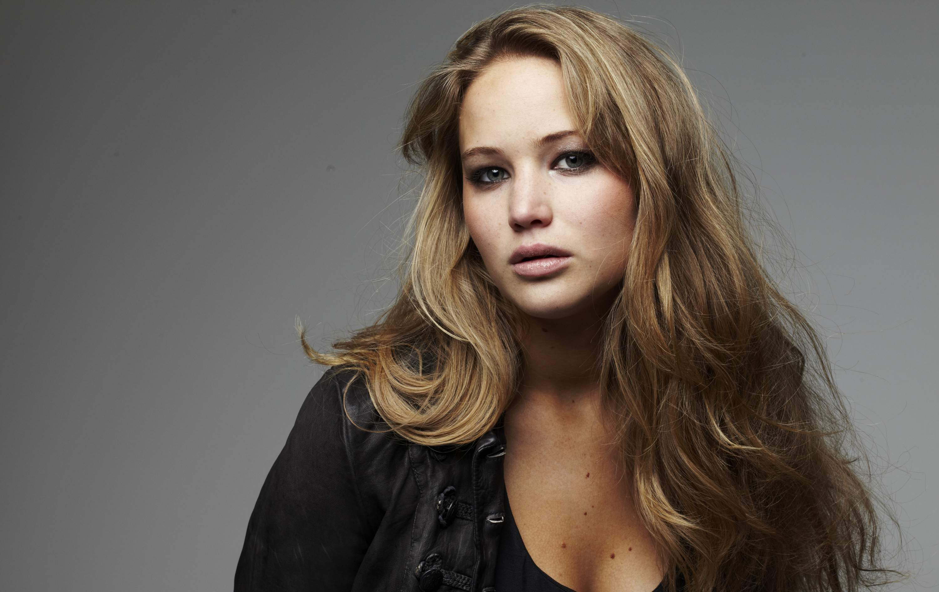 Jennifer Lawrence reveals her struggle in the dating game.